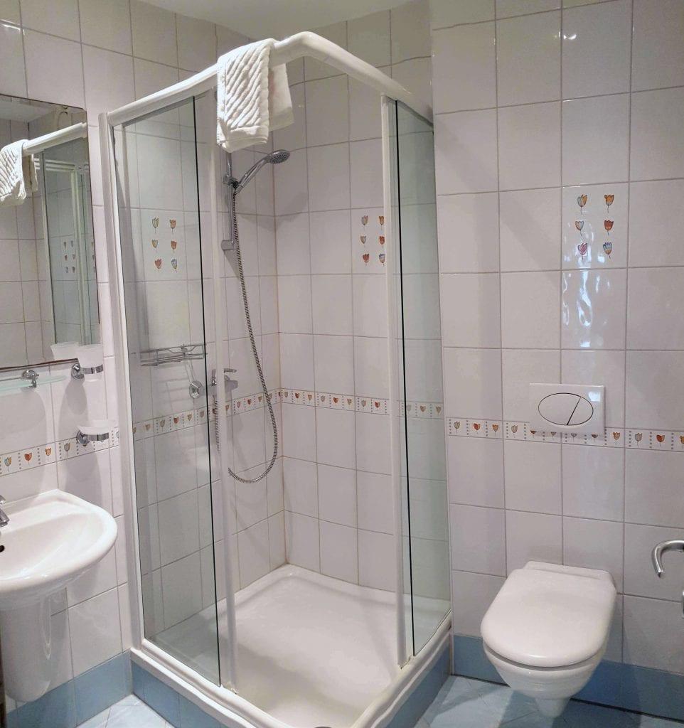 Zavala 222 C1 bathroom
